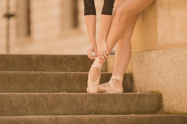 BUYMA(バイマ) 全裸で踊るバレエダンサーのCMが凄い件。。。白鳥の湖(๑•﹏•)ノノノ